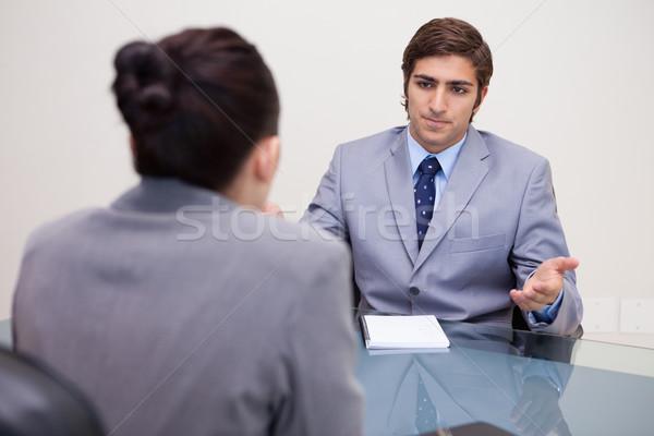 Fiatal üzletemberek tárgyal üzlet beszél állás Stock fotó © wavebreak_media