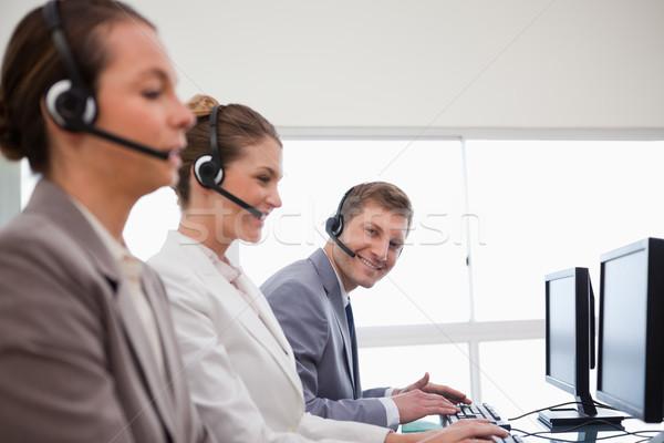 側面圖 呼叫中心 合作 計算機 工作 聯繫 商業照片 © wavebreak_media