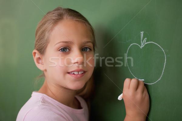 Stockfoto: Schoolmeisje · tekening · appel · Blackboard · glimlach · gezicht