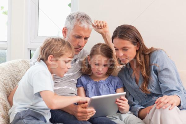 Aile oturma odası ev sevmek Internet Stok fotoğraf © wavebreak_media