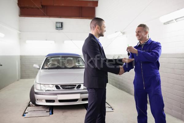 Mekanik el sıkışmak müşteri garaj araba Stok fotoğraf © wavebreak_media