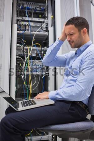 женщину сервер проводов ноутбука центр обработки данных Сток-фото © wavebreak_media