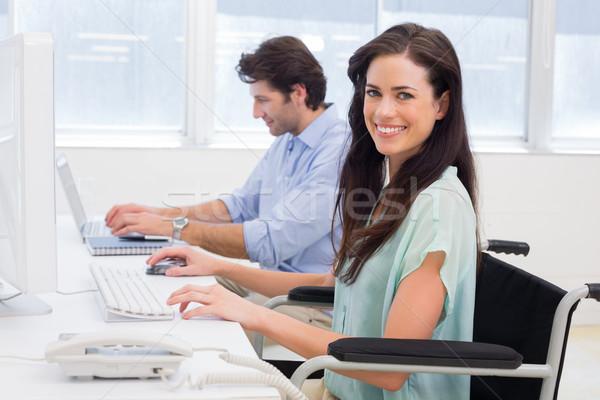 работник коляске рабочих компьютер улыбается Сток-фото © wavebreak_media
