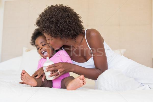 Heureux parents lit maison chambre Photo stock © wavebreak_media