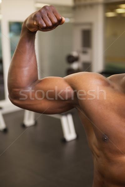 Izmos férfi izmok közelkép tornaterem szexi Stock fotó © wavebreak_media
