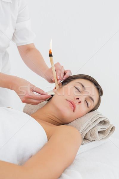 Gyönyörű nő fül gyertya kezelés fürdő központ Stock fotó © wavebreak_media