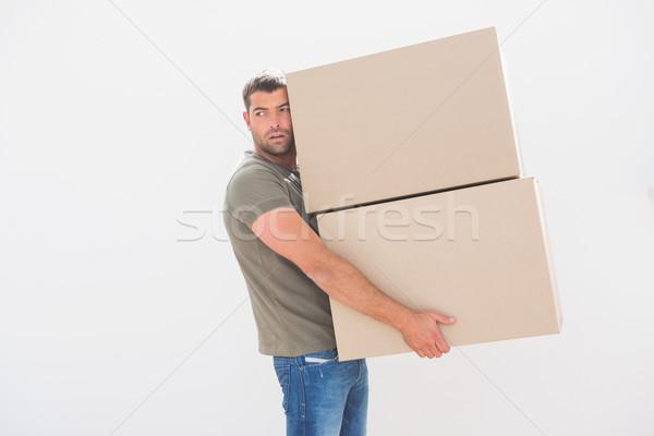 Férfi hordoz karton költözködő dobozok otthon nappali Stock fotó © wavebreak_media