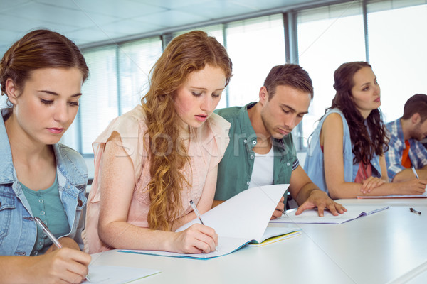 Divat diákok jegyzetel osztály főiskola nő Stock fotó © wavebreak_media