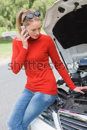 Rahatsız genç kadın kırık aşağı araba Stok fotoğraf © wavebreak_media