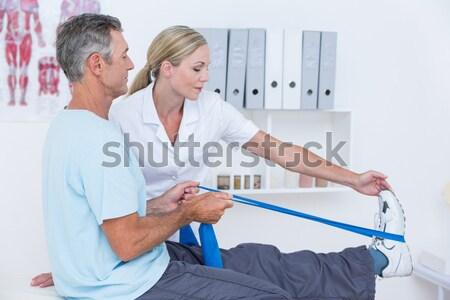 Oude man elastisch fitness studio man Stockfoto © wavebreak_media