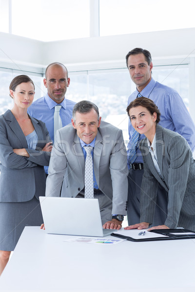 Equipe de negócios trabalhando alegremente juntos laptop escritório Foto stock © wavebreak_media