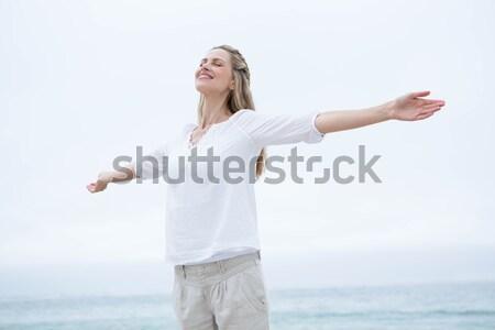 Boldog nő mosolyog tengerpart nő fehér szabad Stock fotó © wavebreak_media