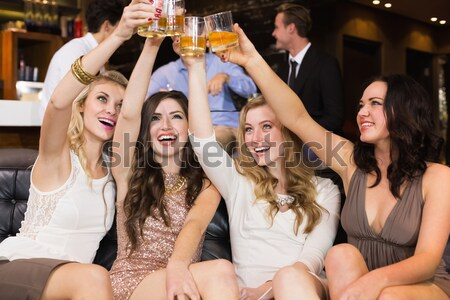 Pijany znajomych oglądania barman koktajl Zdjęcia stock © wavebreak_media