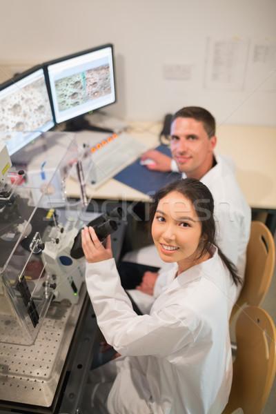 Foto stock: Bioquímica · estudantes · grande · microscópio · computador · universidade
