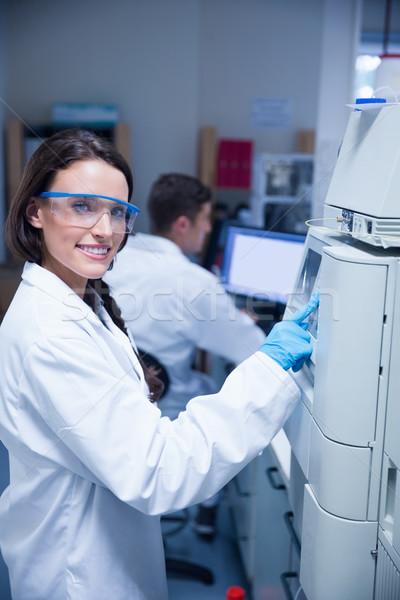 улыбаясь молодые химик машина лаборатория компьютер Сток-фото © wavebreak_media