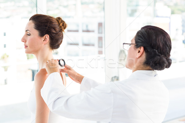 Médico paciente lupa médico escritório Foto stock © wavebreak_media