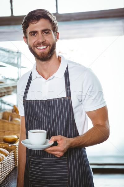 Boldog munkás kötény tart csésze kávé Stock fotó © wavebreak_media