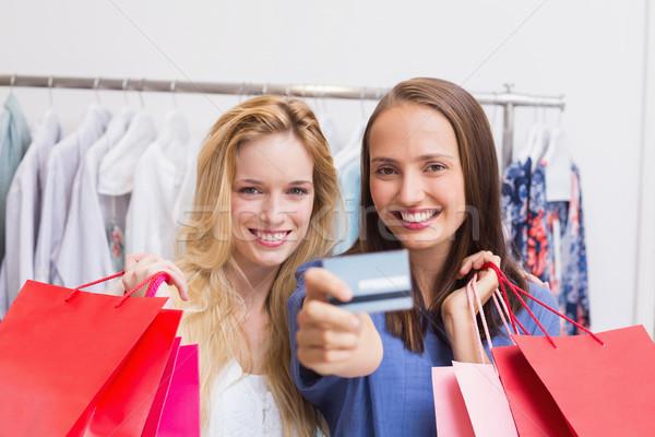Feliz amigos cartão de crédito retrato feminino sorridente Foto stock © wavebreak_media