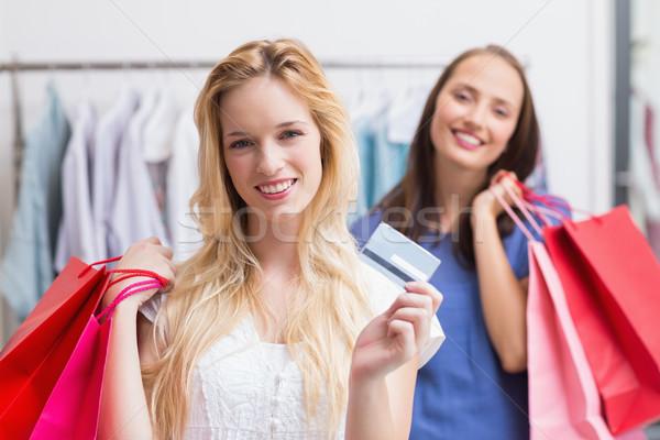 Gelukkig vrienden creditcard portret vrouwelijke Stockfoto © wavebreak_media