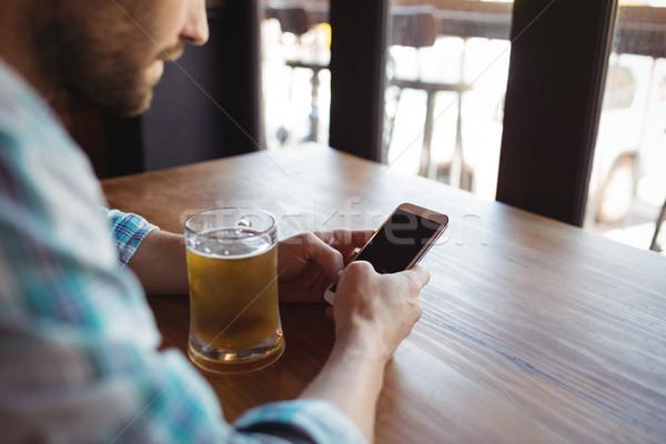 Férfi mobiltelefon sör bár üzlet étterem Stock fotó © wavebreak_media