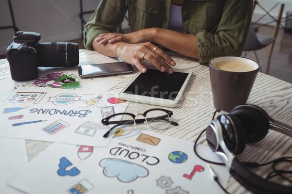 Empresária digital comprimido secretária criador Foto stock © wavebreak_media