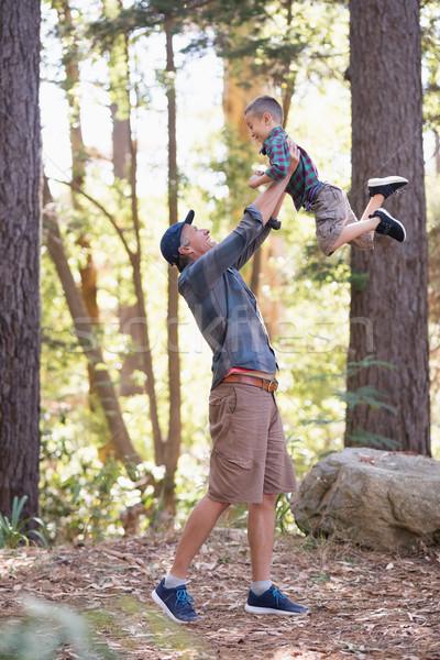 Apa emel fiú kirándulás erdő oldalnézet Stock fotó © wavebreak_media