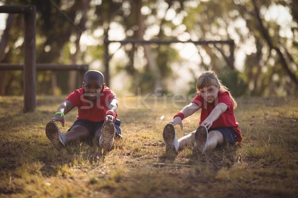 Retrato feliz ninos realizar ejercicio Foto stock © wavebreak_media
