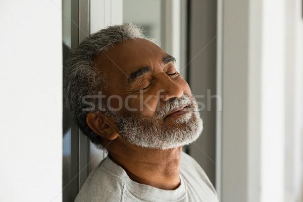 Senior homem adormecido entrada casa feliz Foto stock © wavebreak_media