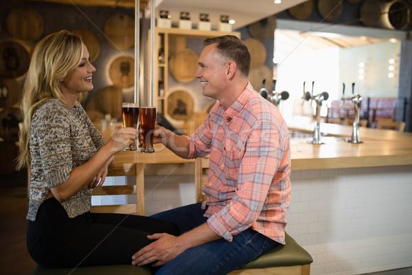 Casal vidro cerveja bar contrariar Foto stock © wavebreak_media