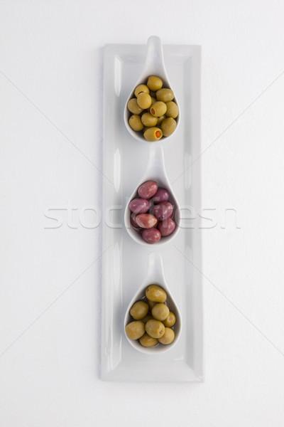 Directement au-dessus coup vert olives noires plateau Photo stock © wavebreak_media