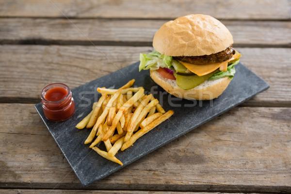 Cheeseburger saus hout bier tabel Stockfoto © wavebreak_media