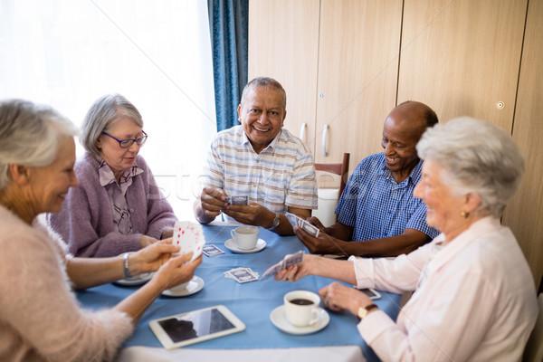 Senior vrienden speelkaarten tabel genieten Stockfoto © wavebreak_media