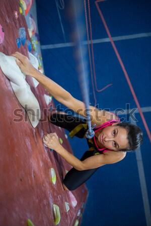 Portré tinilány gyakorol hegymászás fitnessz stúdió Stock fotó © wavebreak_media