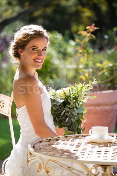 портрет улыбаясь невеста букет сидят Сток-фото © wavebreak_media