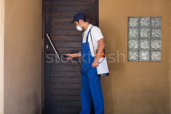 Werknemer chemische deur huis man venster Stockfoto © wavebreak_media