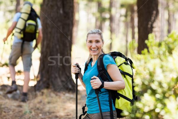 женщина улыбается походов древесины дерево человека счастливым Сток-фото © wavebreak_media