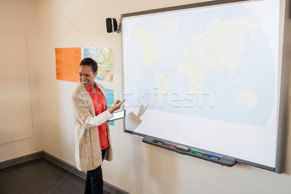Tanár lecke diákok iskola osztályterem női Stock fotó © wavebreak_media