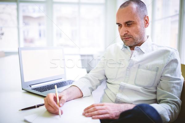 Figyelmes üzletember ír irat laptop kreatív Stock fotó © wavebreak_media