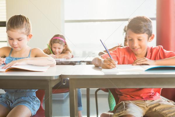 Iskolás gyerekek házi feladat osztályterem iskola lány gyermek Stock fotó © wavebreak_media