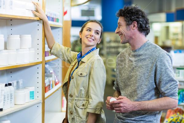 Pareja medicina plataforma farmacia sonriendo nina Foto stock © wavebreak_media