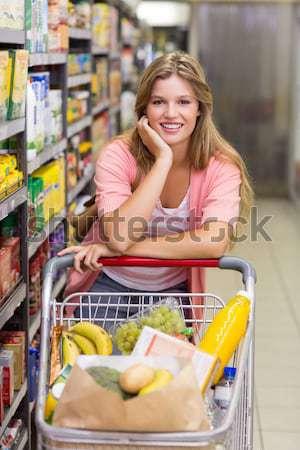 Nő néz üveg víz élelmiszer részleg Stock fotó © wavebreak_media