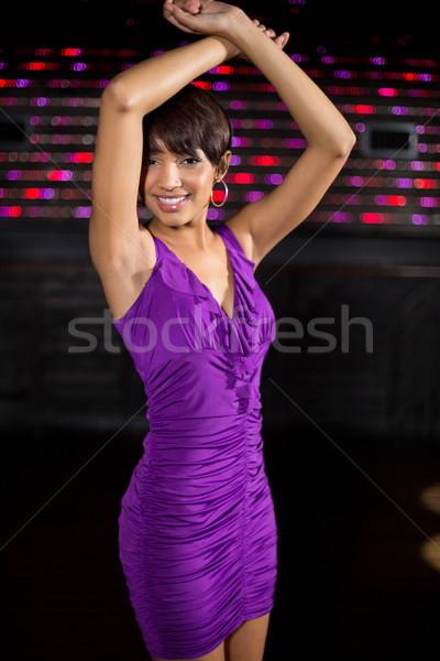 Jeune femme danse piste de danse portrait bar disco Photo stock © wavebreak_media