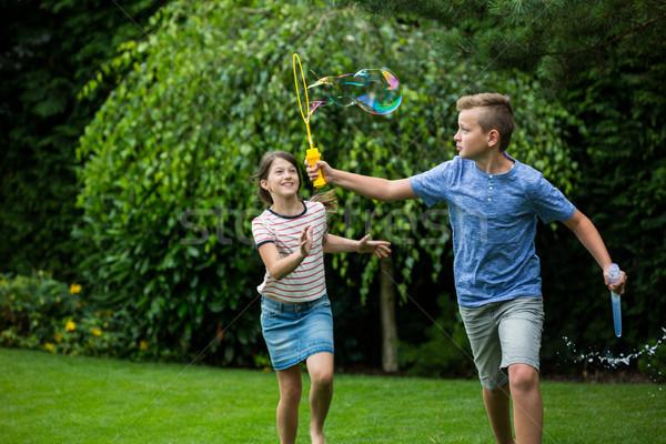 Bambini giocare bolle parco ragazza bambino Foto d'archivio © wavebreak_media