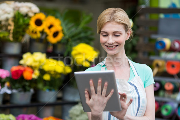 Femminile fiorista digitale tablet shop felice Foto d'archivio © wavebreak_media