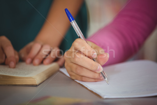 Szkoły dzieci praca domowa biblioteki strony edukacji Zdjęcia stock © wavebreak_media