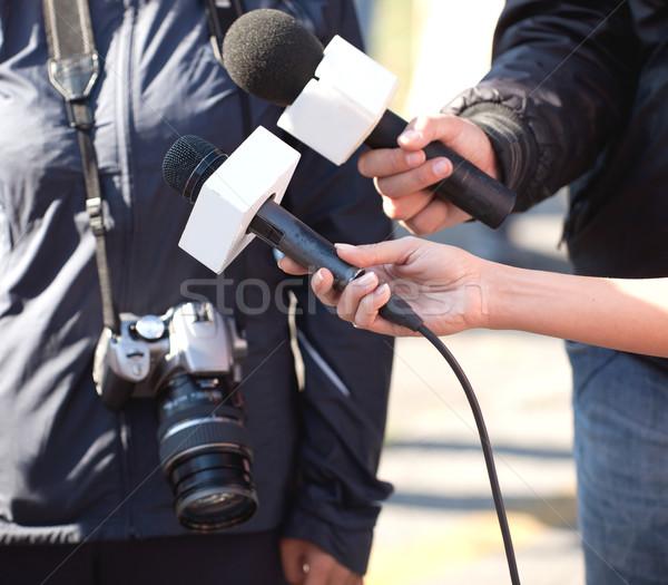 Görüşme gazeteci mikrofon el televizyon Stok fotoğraf © wellphoto