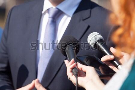 Media interview journalist microfoon hand Stockfoto © wellphoto