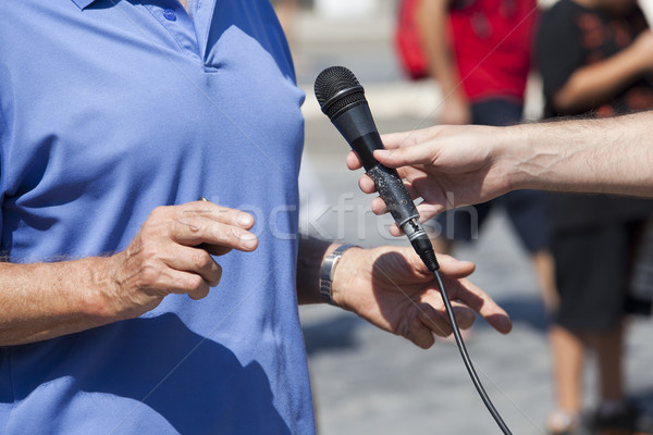 Görüşme gazeteci mikrofon el radyo Stok fotoğraf © wellphoto