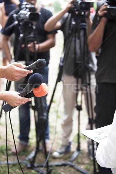 Media interview journalist hand microfoon Stockfoto © wellphoto