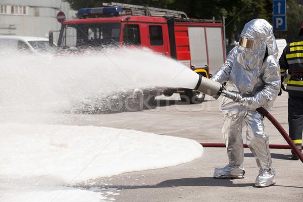 Brandweerman actie brand dienst veiligheid brandweerman Stockfoto © wellphoto